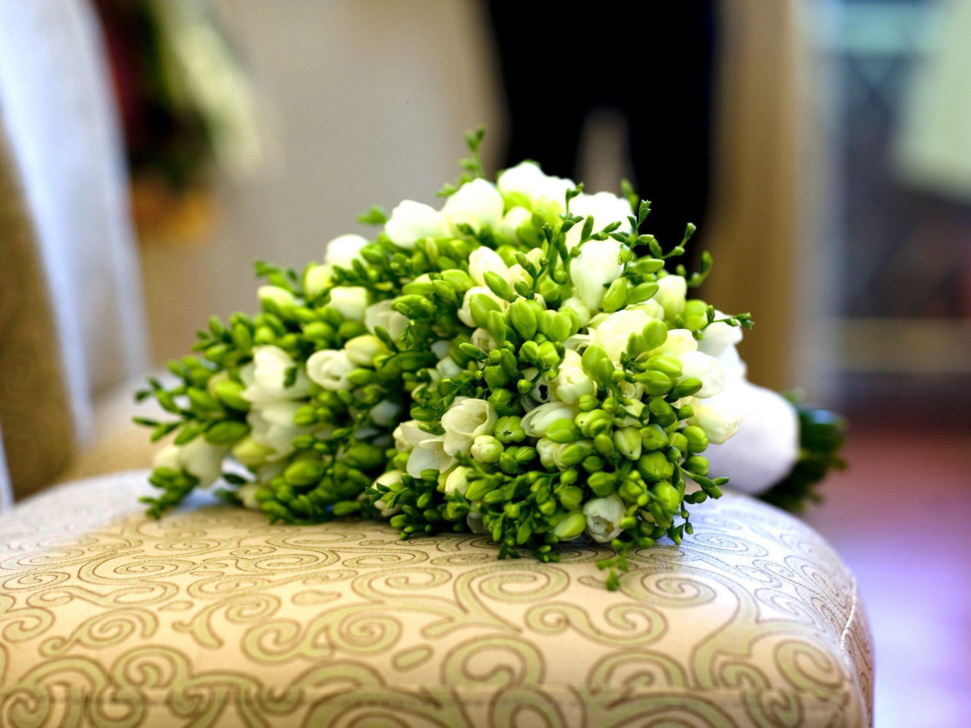 Bukiety ślubne z frezji by Monika florystyczna pasja