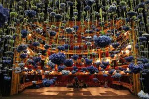 Instalacja kwiatowa Rebecca Louise Law