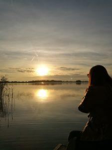 iść ciągle iść w stronę słońca