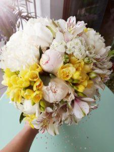 bukiet sesja poślubna by Monika florystyczna pasja