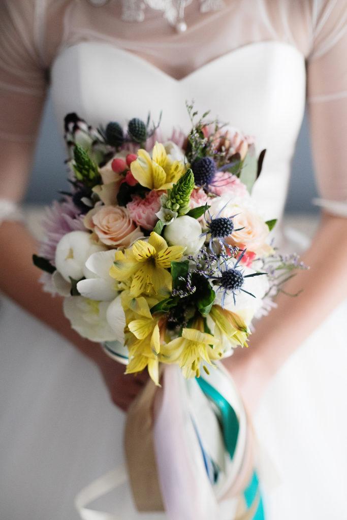 kolorowy nietypowy bukiet ślubny by Monika florystyczna pasja